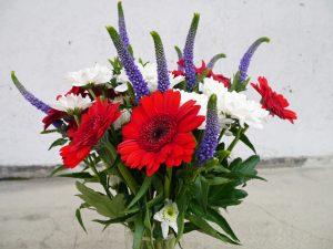 Bukett i rødt, hvitt og blått