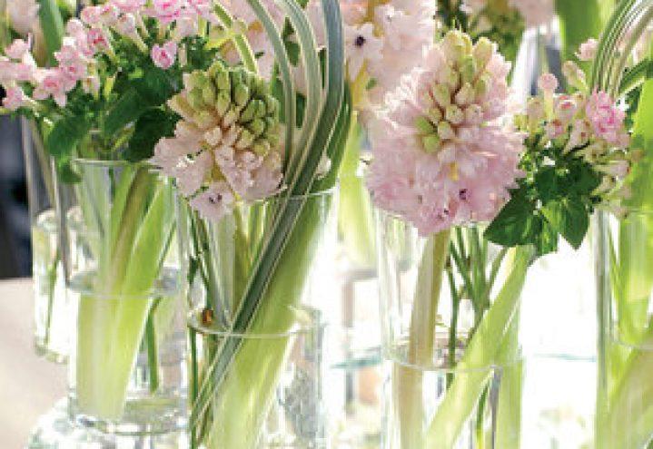 Blomster på bordet setter stemningen