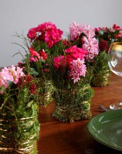 Juleblomster med mose og gull