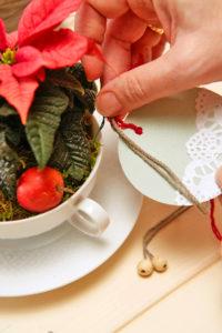 Nytt liv til gammelt servise - personlige juledekorasjoner