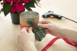 I-siste-lite-julegaven, lag en enkel blomsterpotte til julestjernegaven, trinn 3