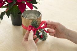 I-siste-lite-julegaven, lag en enkel blomsterpotte til julestjernegaven, trinn 4