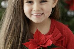 Liten julegave og liten jente