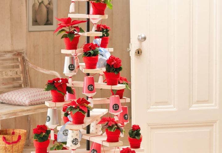 Julekalender i fullformat - ditt eget tre med kopper med tall fra 1 til 24