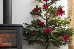 Heng juletreet på veggen!