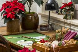 Pynt der du kan – skuffer og gamle krukker er supre til juledekorasjoner!