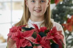 Jente gir bort julestjerne i gave