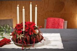 Adventskrans med julestjerner og naturmaterialer: Ferdig!
