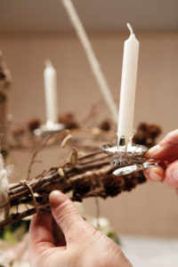 Slik lager du en hengende adventskrans: Trinn 4